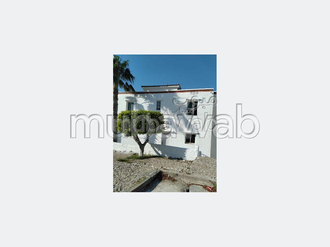 منزل للبيع ب حومة الواد. المساحة الإجمالية 90 م². كونسياج  وحوض سباحة.