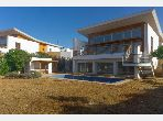 Fabulous villa for rent. Surface area 1400 m². Reinforced door and central heating.