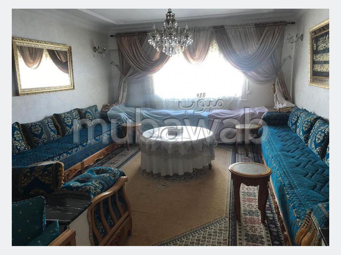 Appartamento in affitto a Administratif. 3 locali spaziosi. arredato.