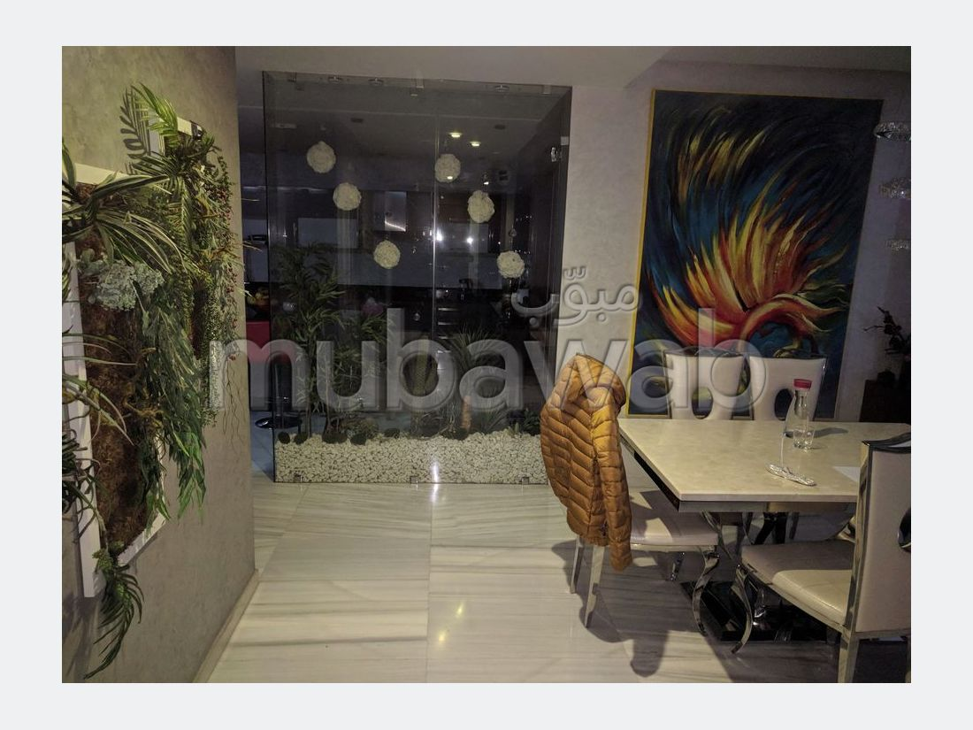 Find an apartment to buy in Champ de course. 4 Small room. Built-in microwave.