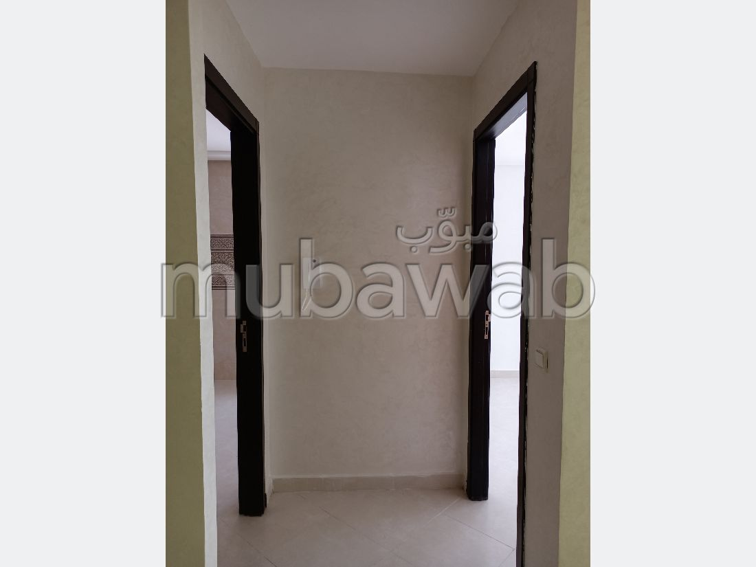 Find an apartment for rent in Centre. 7 comfortable rooms. Gardeners, With Lift.