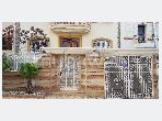 Flat for rent in Quartier Du Soleil. Large area 196 m². Moroccan living room and satellite dish.