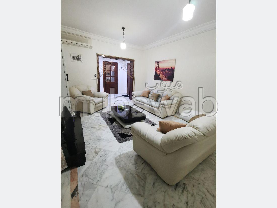 Bel appartement en location à Sidi Daoued. Surface totale 105 m². Porte blindée et parabole.