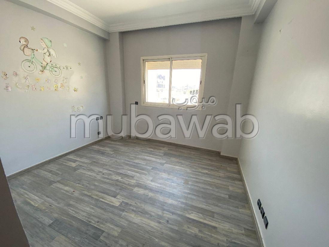 شقة رائعة للإيجار ب فونتي. 3 غرف ممتازة. صالة أصيلة ، طبق الأقمار الصناعية.
