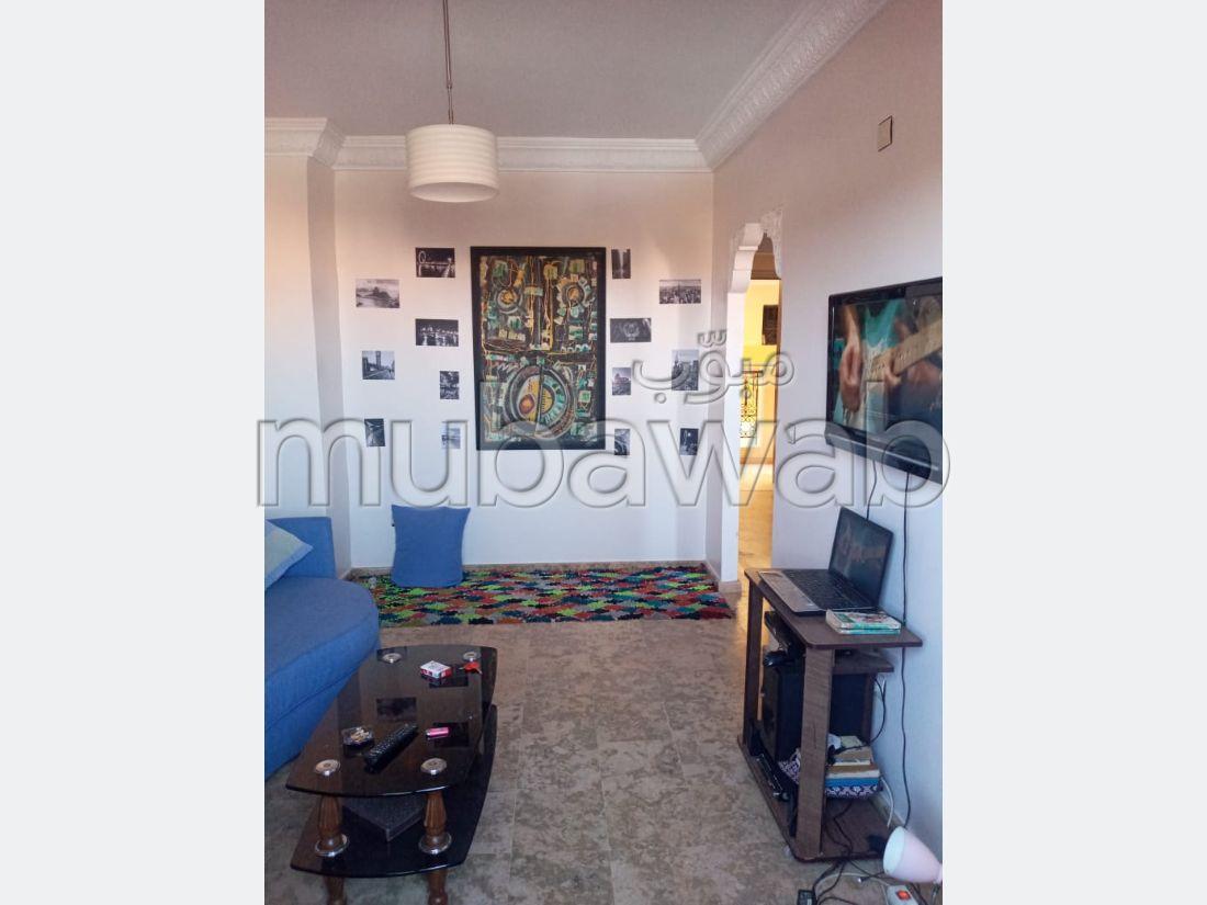 شقة رائعة للايجار ب حي السعادة. المساحة الكلية 60 م². صحن هوائي والأمن والحراسة.