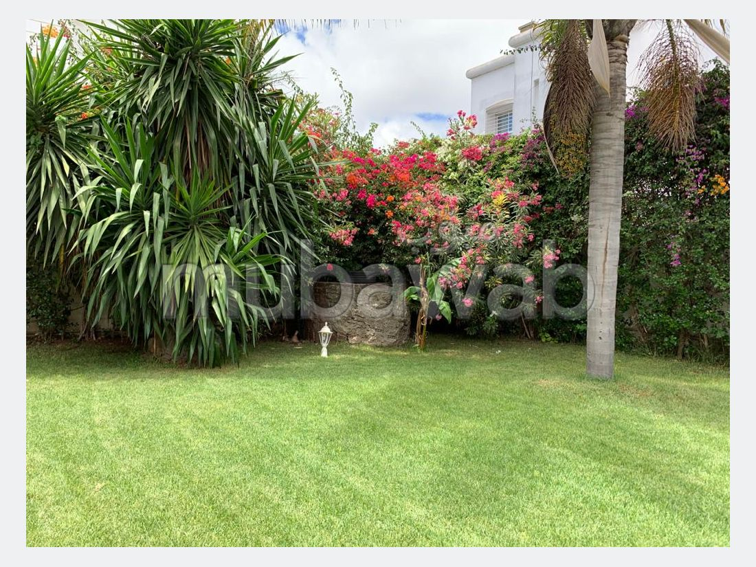 فيلا جميلة للبيع بحي كاليفورنيا. 4 غرف. أماكن لوقوف السيارات وحديقة جميلة.