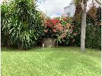 High quality house for sale in Californie. Total area 900 m². Green area, Balcony.