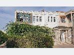 Jolie villa à vendre de 3 niveaux av 3 façades en bon état et ensoleillée