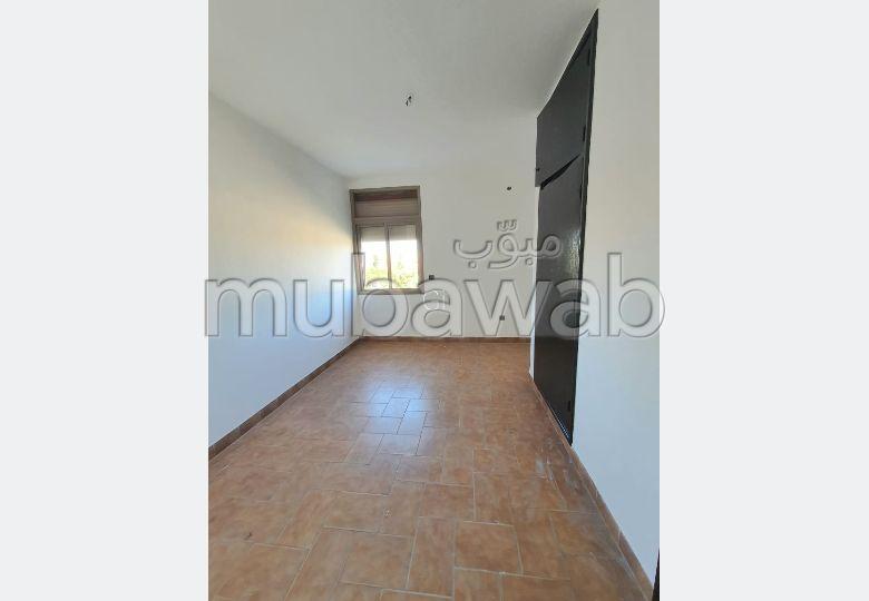شقة للكراء بكليز. المساحة الكلية 120 م². مصعد متوفر.