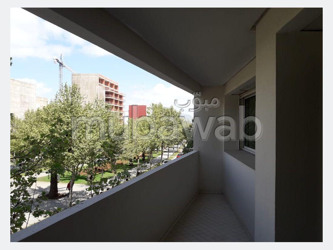 شقة رائعة للبيع بوسط المدينة. المساحة الإجمالية 223 م². مكان وقوف السيارات وشرفة.