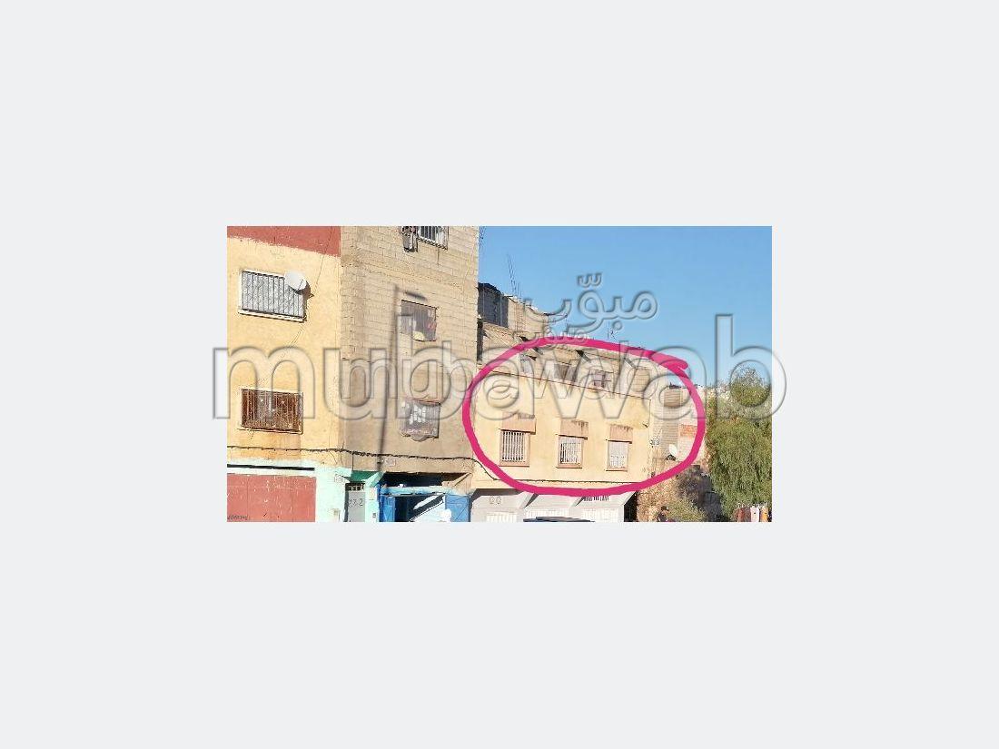 Se vende piso en Aaouinat Hajjaj. 3 Salas. Salón tradicional.