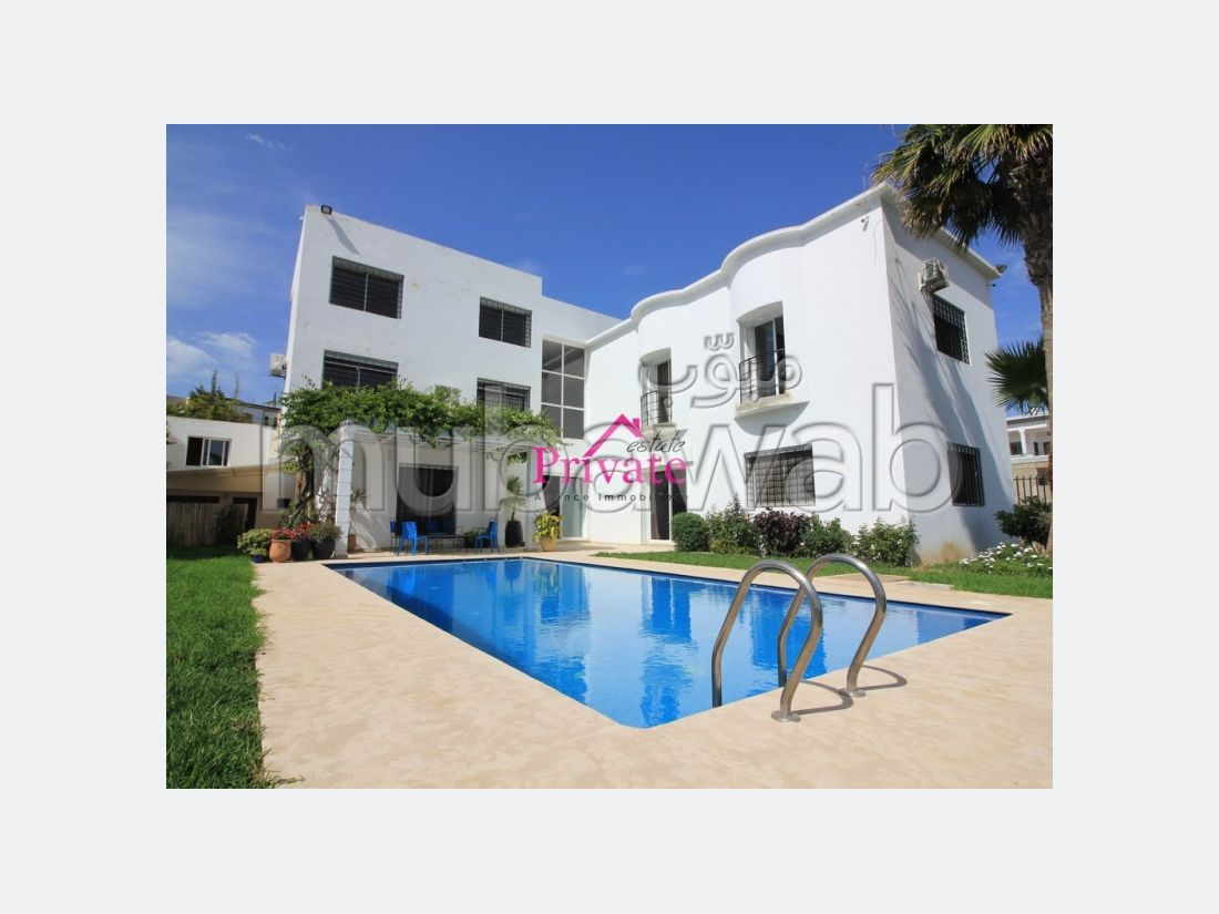 Suntuosa villa en alquiler en Du Golf. Superficie 1100 m². Parking y jardin.