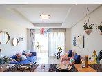 شقة رائعة للبيع بدار بوعزة. 2 قطع رائعة. تتوفر الإقامة على خدمة الكونسياج ونظام تكييف الهواء.