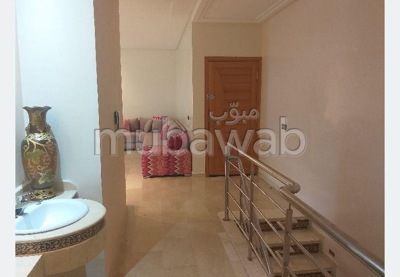 شقة جميلة للبيع ب حي الازهر. 3 غرف جميلة. صالة تقليدية ونظام طبق الأقمار الصناعية.