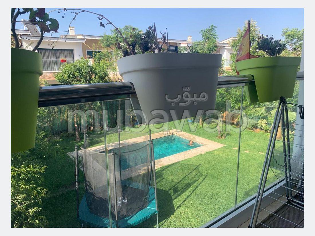 شقة جميلة للبيع ببوسكورة. 3 غرف. حمام سباحة و نظام تكييف للهواء.