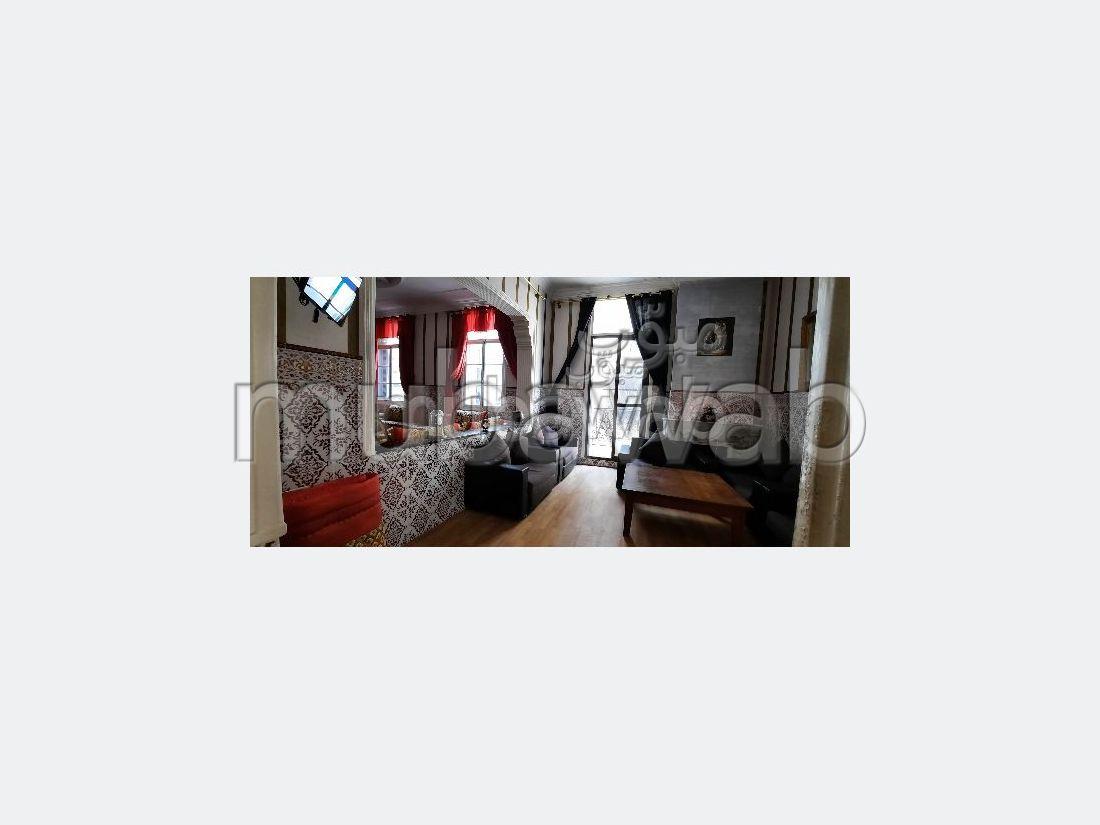 Splendido appartamento da acquistare a Médina. 4 ampi locali. Salone marocchino e antenna parabolica.