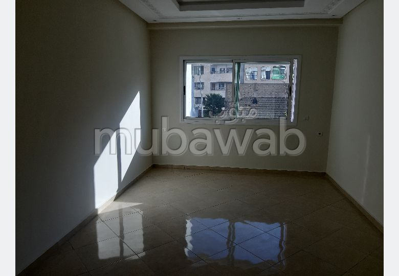 Very nice apartment for rent in Médina. Large area 84 m². Reinforced door, traditional Moroccan living room.