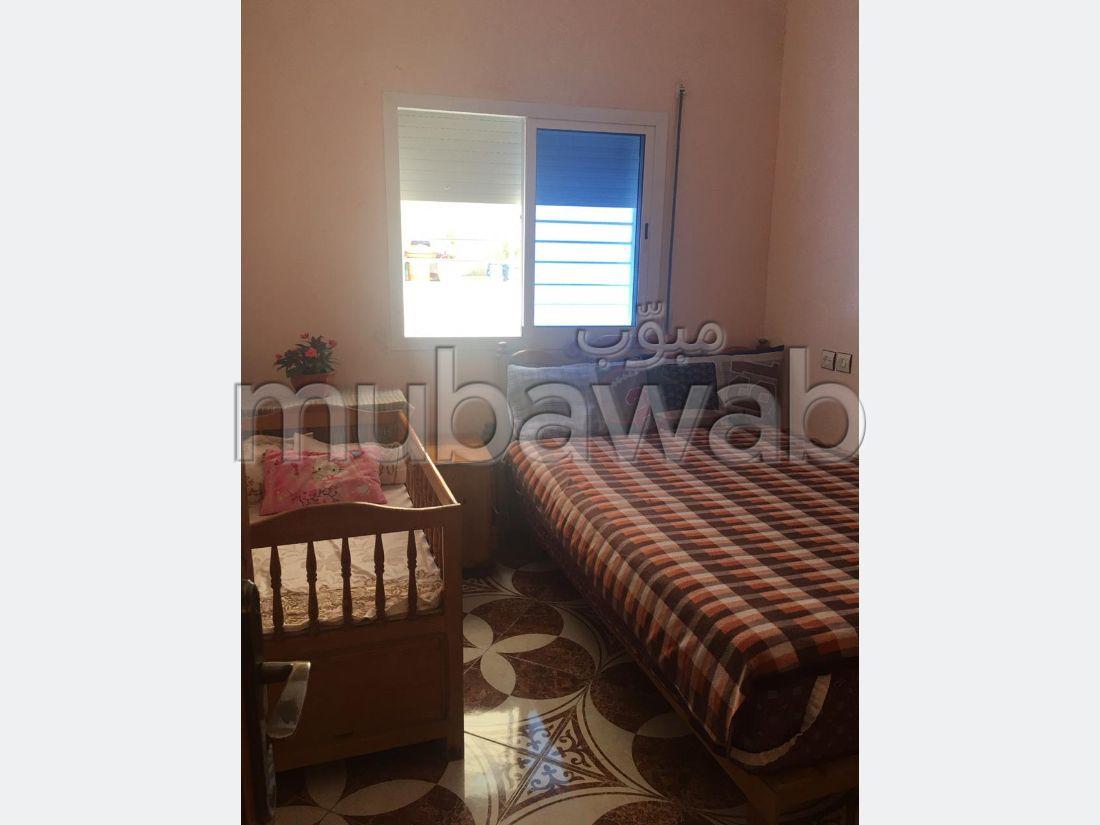 Busca pisos en venta en Hay Gryou. Dimensión 85 m². Puerta pesada, salón tradicional.