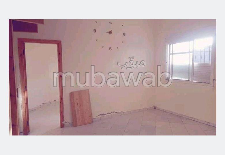 Se vende piso en Sidi Hajji. 1 dormitorio.