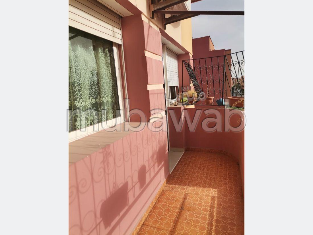 Busca pisos en venta en Hay Alfadl. 2 Dormitorio. Salón marroquí, seguridad.
