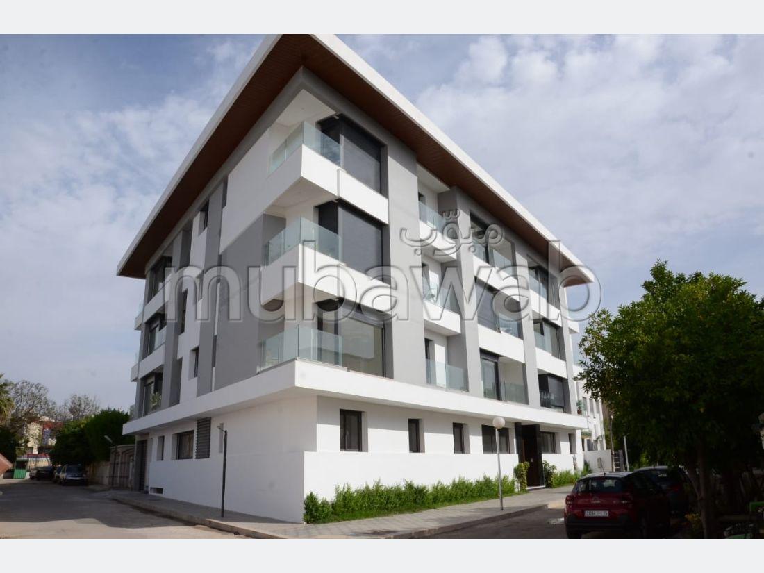Bonito piso en venta en Agdal. 5 habitaciones. Salón tradicional, residencia segura.