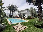 Vente villa de luxe à Bouskoura. 5 pièces confortables. Fenêtres double vitrage et chauffage central