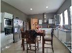 Villa de alto standing en venta. 4 Dormitorio. Residencia con piscina.