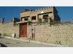 منزل ممتاز للبيع ب اشقار. 10 غرف ممتازة. أماكن وقوف السيارات وشرفة.