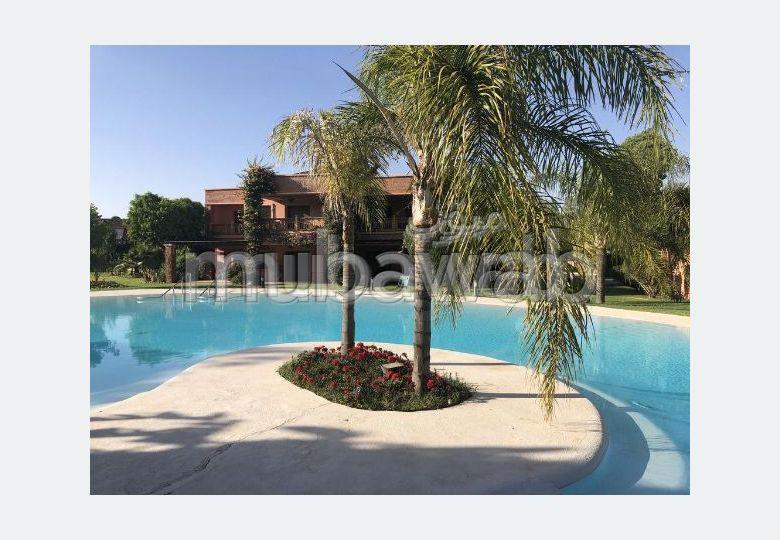 شقة جميلة للكراء بأكدال. المساحة الإجمالية 215 م². مفروشة.