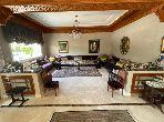 Casa de alto standing en venta en Ain Diab. 7 Gabinete. Salón con chimenea, sistema de aire condicionado general.