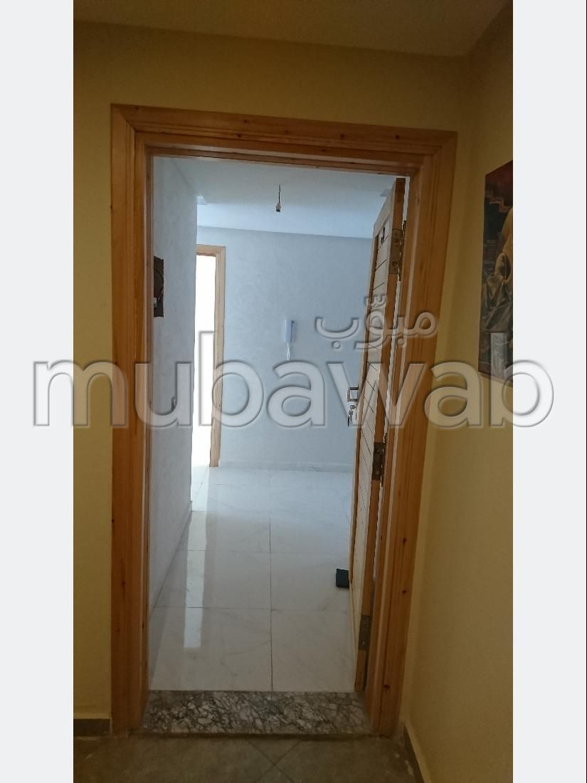 Piso en venta en Ain Amiyer. Area 75 m². Ascensor y terraza.