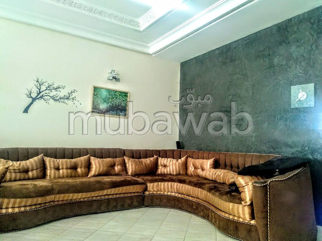 Splendido appartamento in vendita a La Ville Haute. 4 locali spaziosi. Salotto marocchino, sistema di sicurezza.