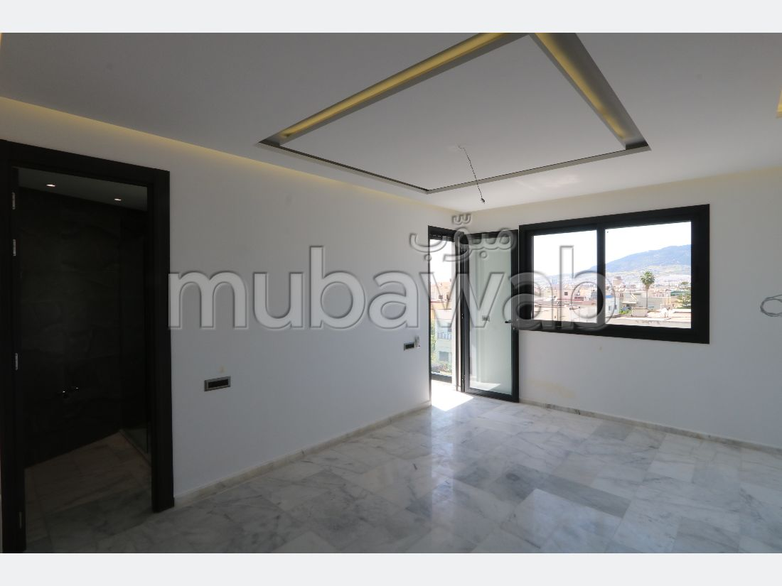 Sale of a lovely apartment in Fes City Center. 3 Hall. Double glazing and central heating.