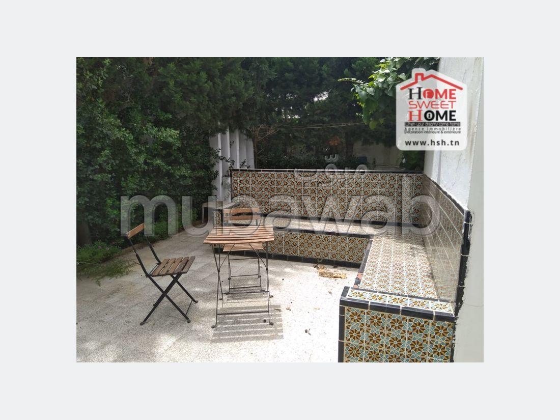 شقة للكراء ب سيدي بو سعيد. المساحة الإجمالية 150 م². شرفة جميلة وحديقة.