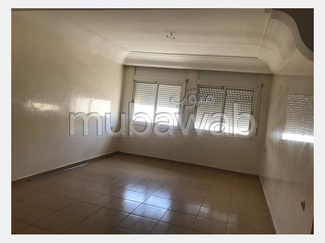 Apartment for rent in Centre. Area 110 m². With lift and terrace.