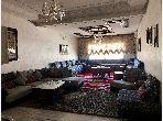 Piso en venta en Route Immouzer. Superficie de 127 m². Salón marroquí amueblado, residencia cerrada.