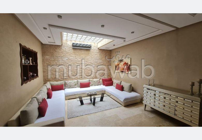 Kopen: villa's en luxe woningen in Du Golf. 4 Kamers. Traditionele, Marokkaanse woonkamer en satellietschotel.