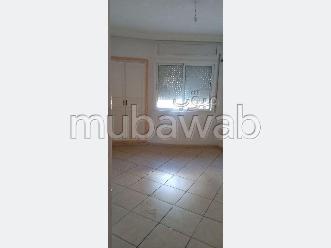 شقة جميلة للبيع ب الفتح. 2 غرف. صالون مغربي أصيل.