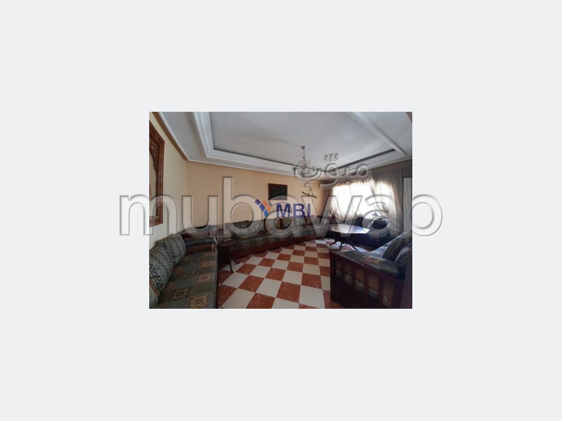 شقة للبيع بملابطا. 2 غرف رائعة. موقف السيارات وشرفة.