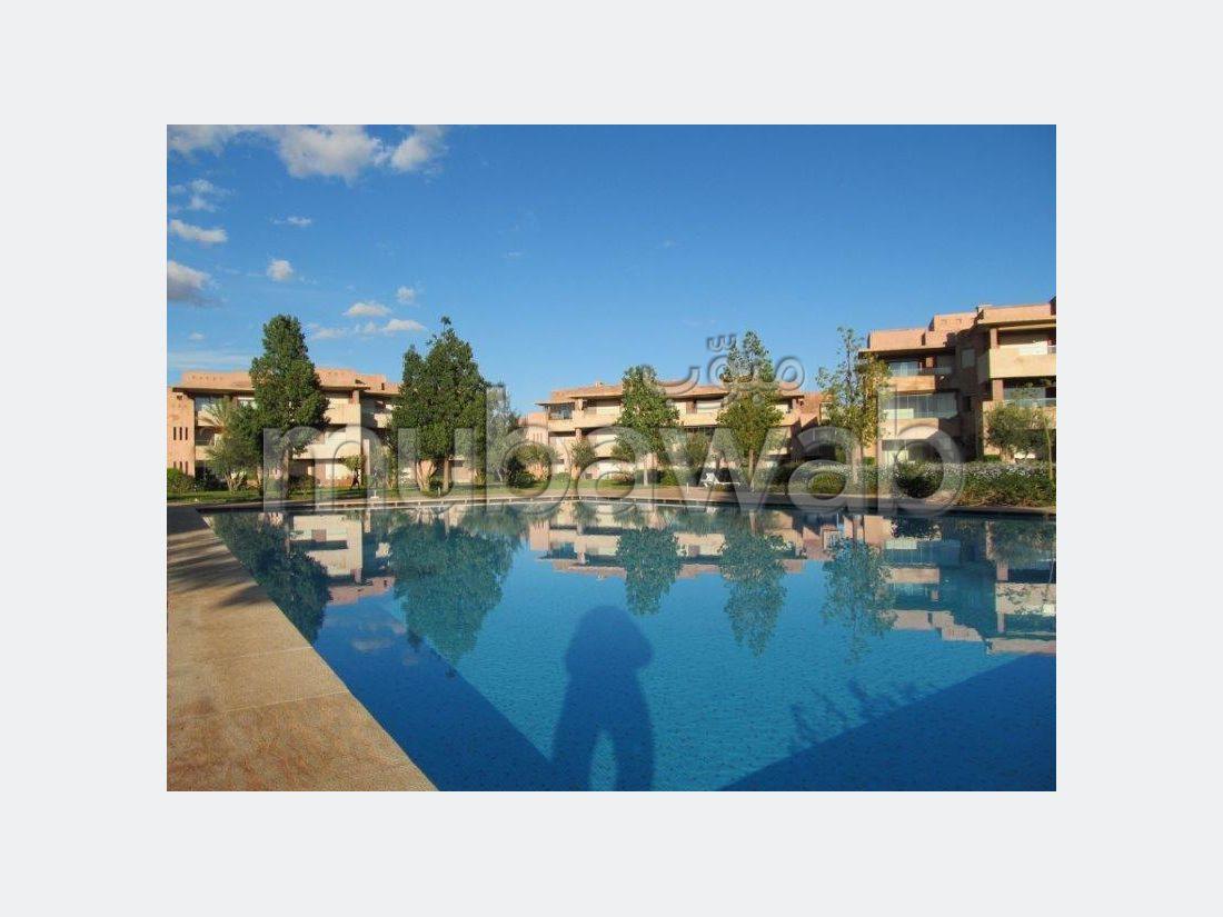 شقة للكراء بأكدال. المساحة 156 م². حديقة ومصعد.