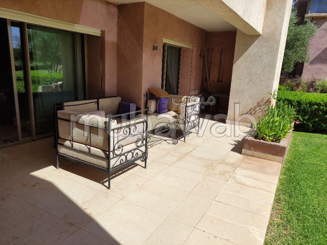 Rez de jardin meublé golf piscine