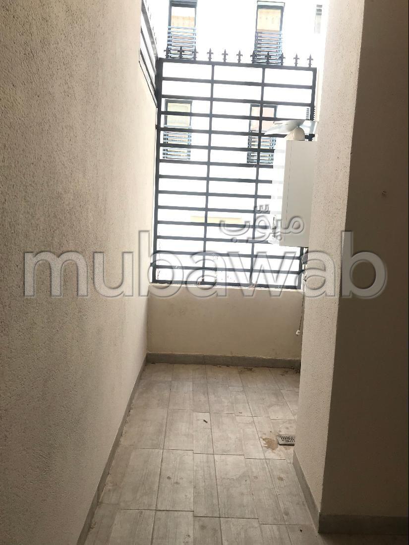 Lovely apartment for rent in Les Jardins de Carthage. Large area 32038 m². No Lift, Large terrace.