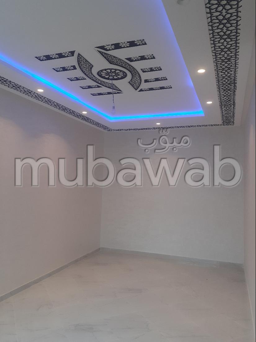 Busca pisos en venta en Hay Chmaou. Gran superficie 75 m². Sistema de antena parabólica, seguridad implementada.