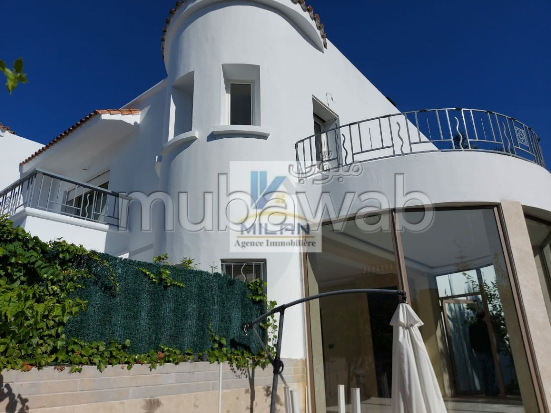Splendid villa for sale in Californie. Surface area 330 m².