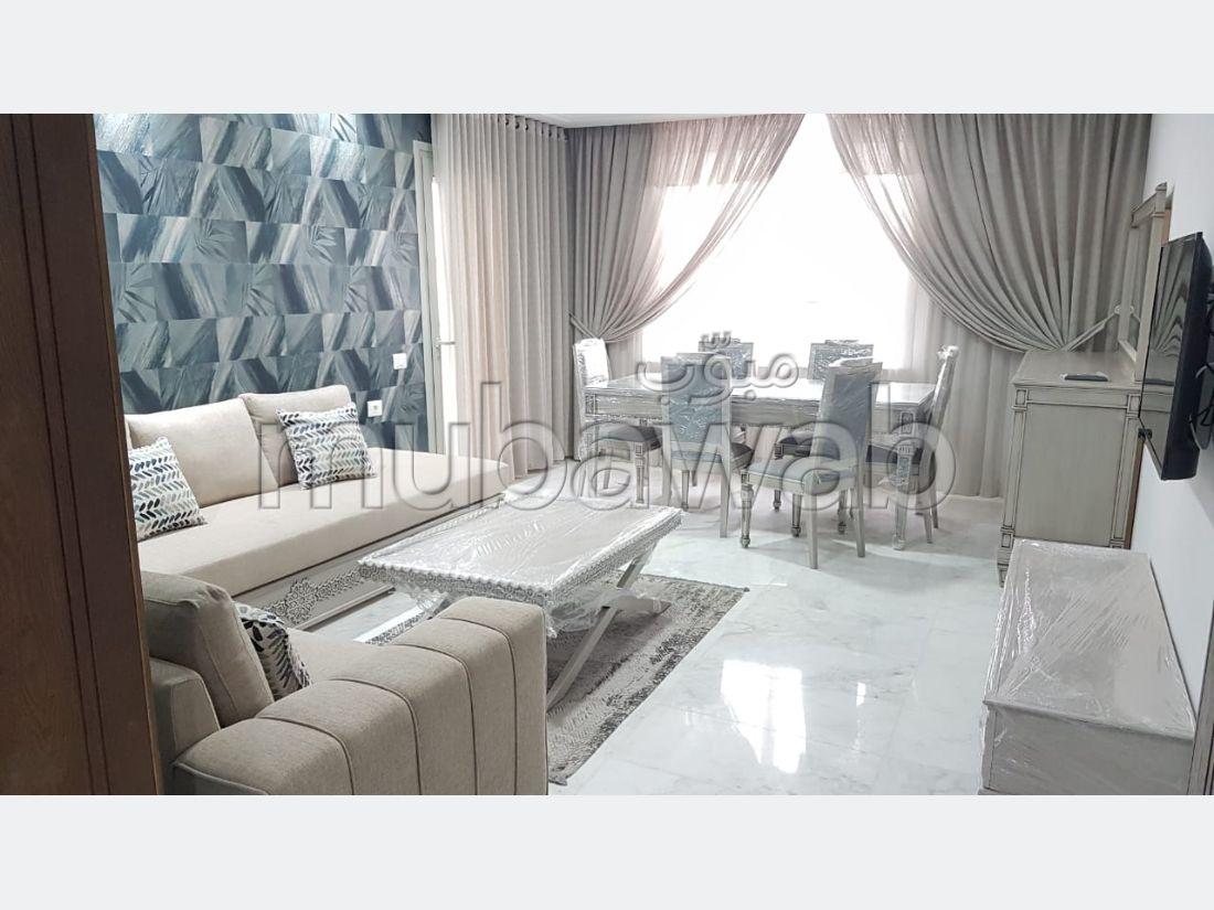 شقة جميلة للكراء ب ضفاف البحيرة 2. المساحة الإجمالية 150 م². مفروشة.