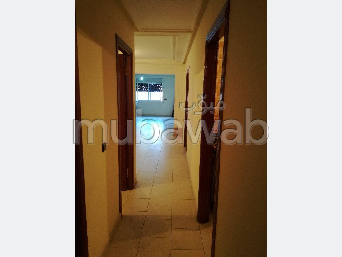 شقة رائعة للبيع بوسط المدينة. 7 قطع كبيرة. مع مصعد وشرفة.
