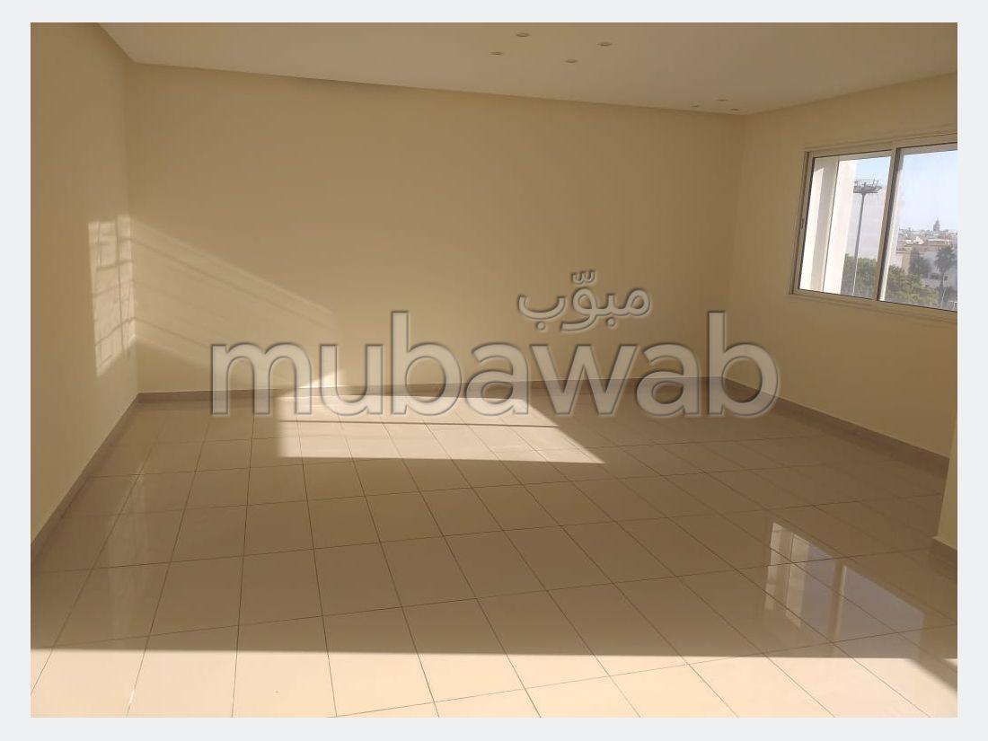 شقة للبيع ب ميموزا. المساحة الكلية 122 م². إقامة آمنة ومجهزة بنظام استقطاب قنوات الأقمار الصناعية.