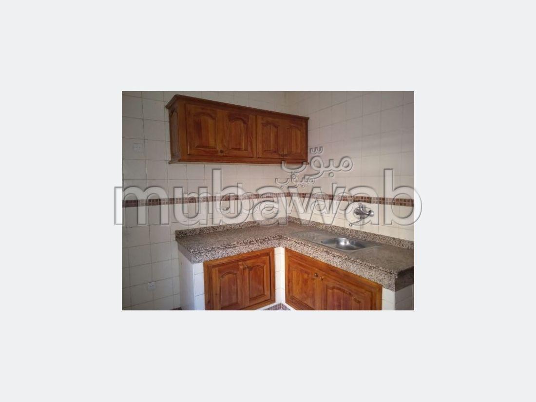 Piso en alquiler en Guéliz. 2 Bonitas habitaciones. Antena parabólica, residencia segura.
