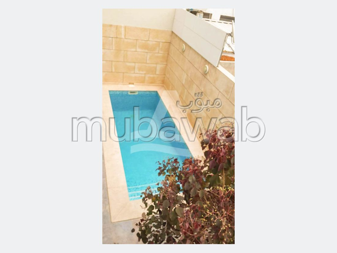 Find a house to rent in La Marsa. Dimension 250 m². Property with swimming pool, Integrated air conditioning.
