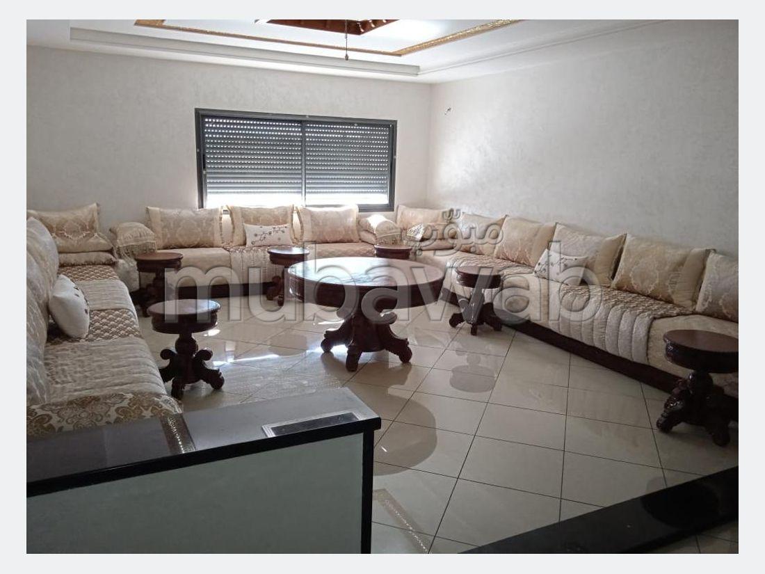 Se vende piso en Agdal. 3 habitaciones. Con Ascensor, balcón.